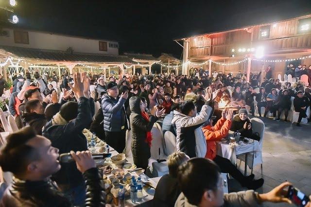 Lạc giọng vì cổ vũ bóng đá ở nơi đặc biệt nhất Việt Nam - 9